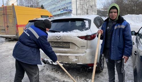 Ясенево: снег в районе убирают в круглосуточном режиме