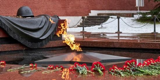 В Москве проходит акция по уборке памятников воинов Великой Отечественной войны