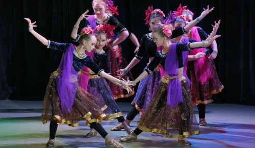 """В """"Лире"""" выступили участники конкурса индийского танца"""