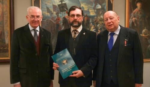 В Академический район Москвы привезли выставку работ художников Российского Дворянского Собрания