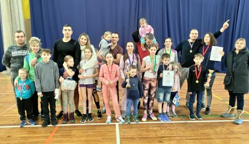 На окружных соревнованиях «Весенние забавы» второе место завоевали семьи из Черемушек