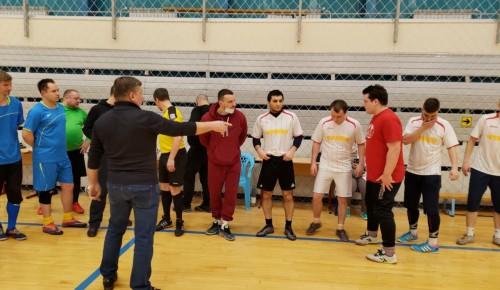 На городских соревнованиях по мини-футболу спортсмены из Черемушек стали лучшими в своей группе