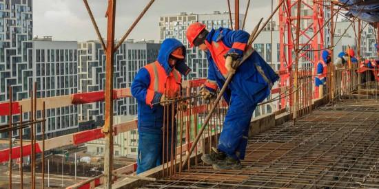 На строительных объектах в столице проверили соблюдение работодателями законодательства при работе с мигрантами