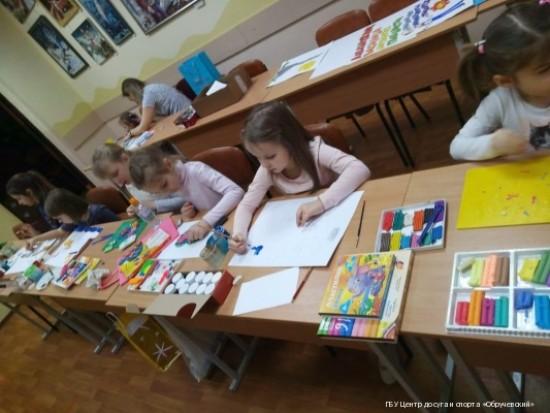 В студиях изобразительного искусства при центре «Обручевский» учились смешивать цвета и приемам рисования пластилином