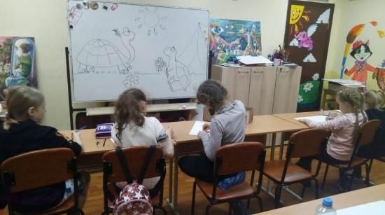 В студии книжной иллюстрации центра «Обручевский» научились основам композиции
