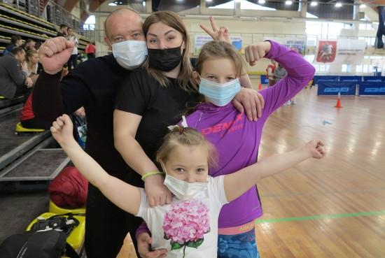 Более 60 команд приняли участие в окружной эстафете для семей в ЮЗАО