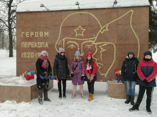 На Юго-западе Москвы ребята привели в порядок мемориальный комплекс