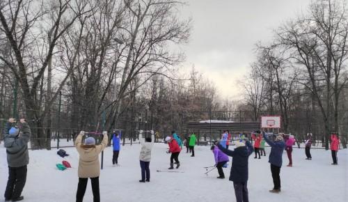"""В парке """"Новые Черемушки"""" утро начали с фитнес-зарядки"""