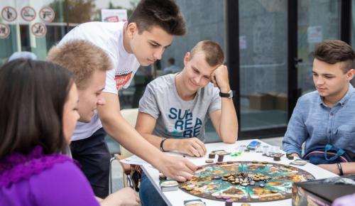 Депутат Мосгордумы Головченко принял участие в открытом уроке по предпринимательству для школьников