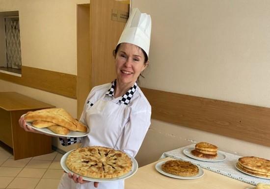 Учитель английского языка в Котловке стала лучшей по готовке осетинских пирогов