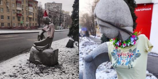 "Скульптура у галереи ""Нагорной"" сменила зимний наряд на весенний"