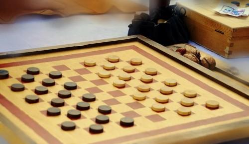 Команды района Зюзино участвовали в соревнованиях по шашкам