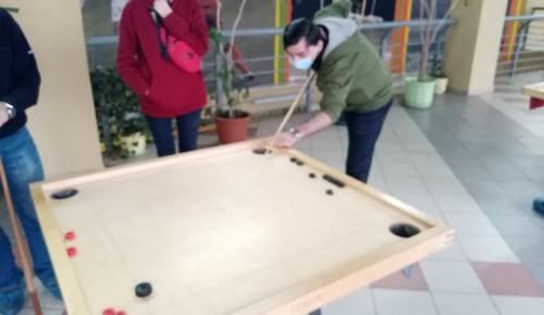 Жители Обручевского района приняли участие в соревнованиях по новусу