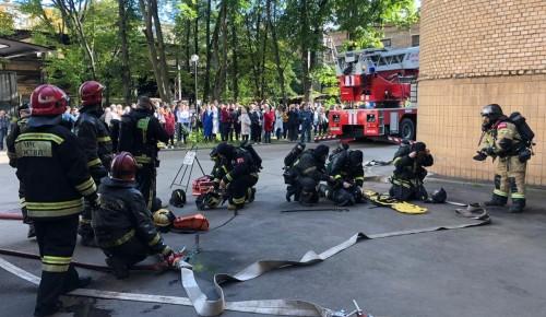 О принципе действия пожарных извещателей рассказали столичные спасатели