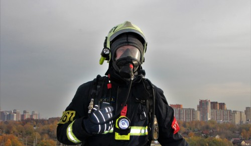 Трех человек спасли огнеборцы при пожаре в Южном Бутове