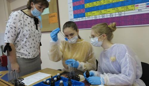 Школьники хотят спасти мир от коронавируса.  Ученики школы в Зюзине решили стать врачами