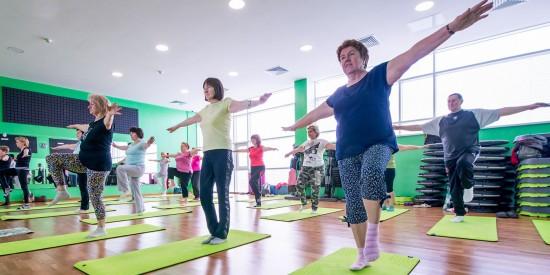 «Долголетам» Теплого Стана предлагают опробовать адаптированный вариант упражнений на растяжку