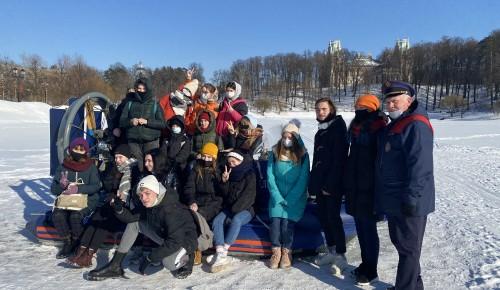 Спасатели напоминают московским школьникам правила поведения на водных объектах