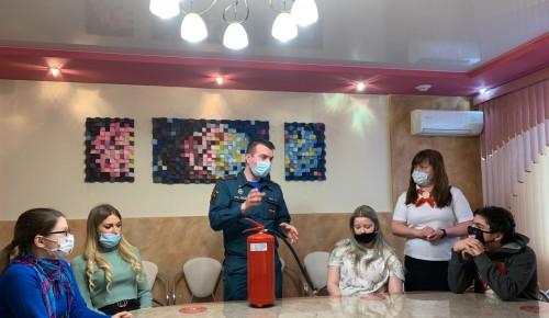Подростки клуба «Start» из Бутова задумались о работе спасателя после встречи с сотрудником МЧС