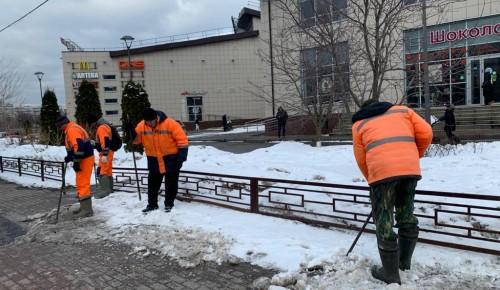 Коммунальные службы Северного Бутова завершают уборку снега в районе и готовятся к месячнику по благоустройству