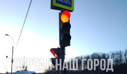 Светофор на улице Поляны привели в порядок после обращения на «Наш город»