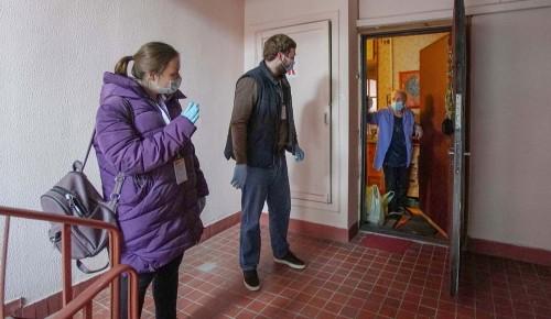 Соцработники проинформируют пожилых жителей Ясенева о вакцинации