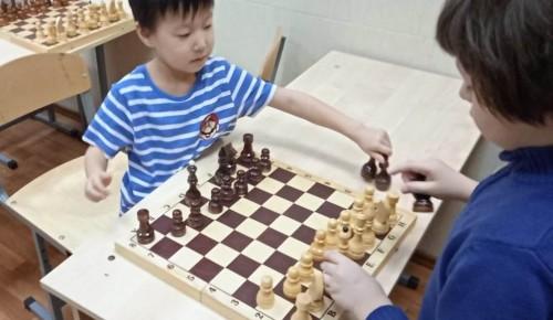 Юные шахматисты продолжают изучать новые приемы в центре «Обручевский»