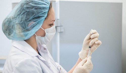 В Москве прививку от коронавируса сделали около миллиона горожан