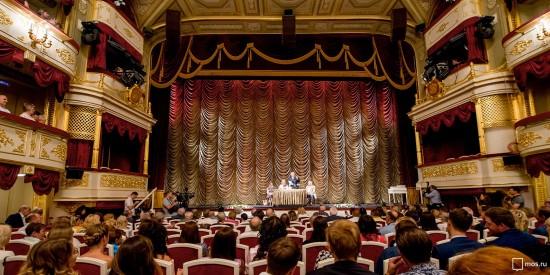 Собянин поздравил работников театров с профессиональным праздником