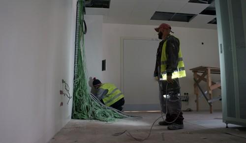 В четвертом филиале поликлиники № 10 в Черемушках строители заканчивают отделочные работы