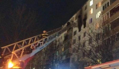 Сотрудники МЧС во время пожара спасли пять человек