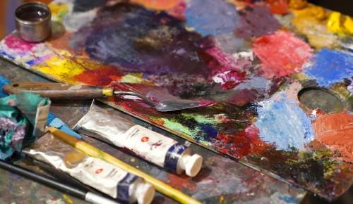 «Солнечная кисть» и «Живая нить традиций»: выставки в Академии акварели продлятся до 4 апреля