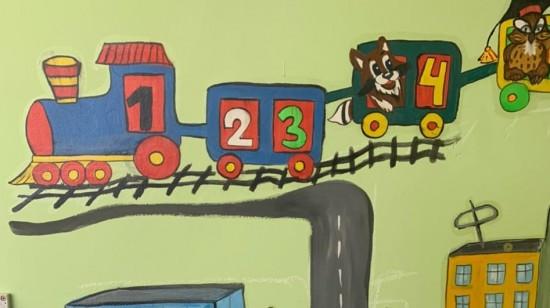 В школе №1368 для развития и обучения дошколят создали «говорящие» стены