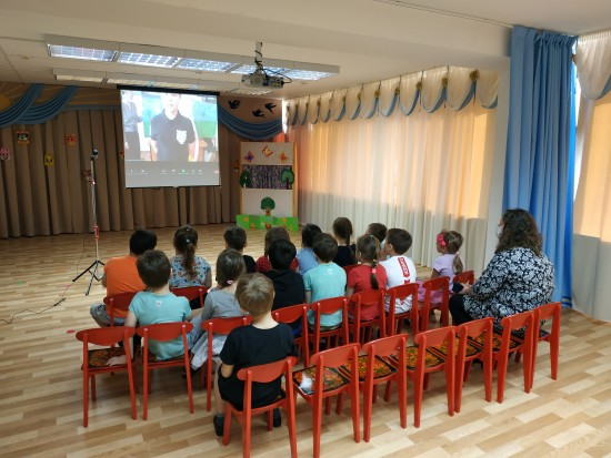 В школе №45 отметили Всемирный день театра