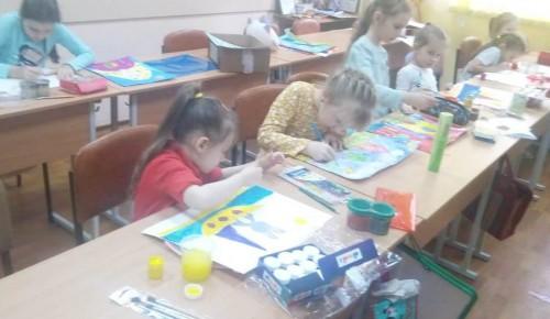 В изобразительной студии «ИзЮшка» воспитанники научились работать с гуашью