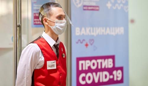 В центре госуслуг Ясенева заработала выездная бригада вакцинации
