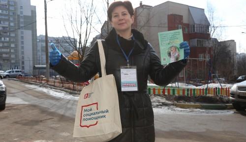 Записаться на прививку помогут соцработники.  Вакцинация станет спасением для пожилых  москвичей