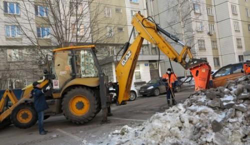 В Черёмушках убирают временные склады снега