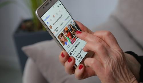 """В социальном центре """"Ломоносовский"""" рассказали, как пользоваться смартфонами"""