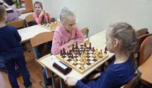 Воспитанники центра «Обручевский» научились на практике применять шахматные часы