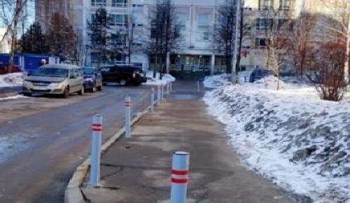 Антипарковочные столбики установили на Южнобутовской улице по просьбе жителей