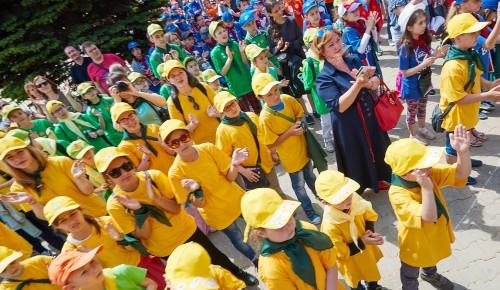 Этим летом по льготным путевкам поедут отдыхать более 50 тысяч детей из столицы