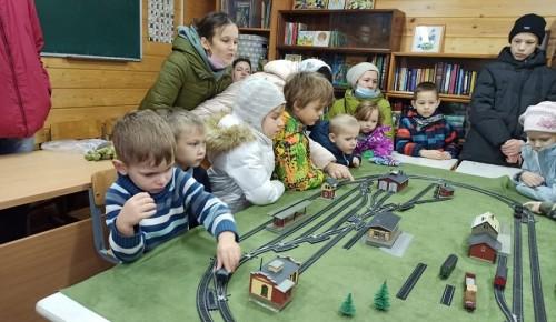 Детям на мастер-классе рассказали о работе железной дороги