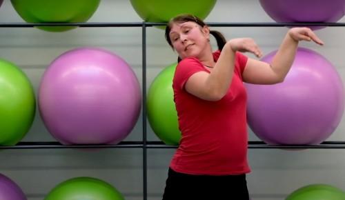 «Долголетам» Конькова предлагают начинать новый день с танцевальной разминки
