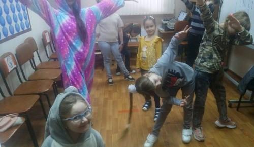 Воспитанники театральной студии «Art-club» осваивали искусство пантомимы