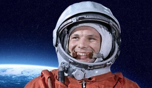Выставка ко Дню космонавтики открылась в клубе в Гагаринском районе