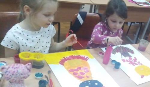 В студиях изобразительного искусства центра «Обручевский» прошли творческие занятия