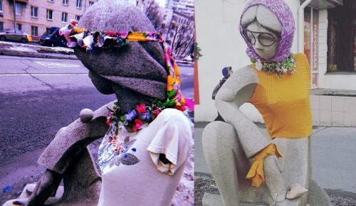 Скульптура возле галереи «Нагорная» снова сменила наряд