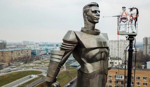 До конца месяца в столице промоют свыше 1100 памятников