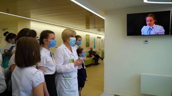 Воспитанницы класса благородных девиц и детская поликлиника №118 запустили совместный проект